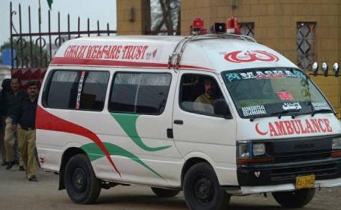При обрушении крыши на складе в Пакистане погибли 12 человек